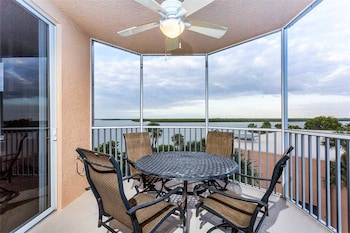 Island Beach Club 304 2 s Bay view Pool Elevator WiFi Sleeps 6 2 Br condo by RedAwning