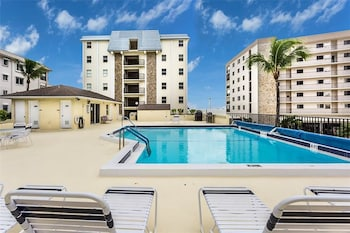 Bay view Pool 2 Br condo by RedAwning