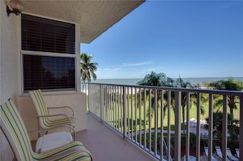Estero Beach and Tennis 305B 3rd Floor Elevator Heated Pool 1 Br condo by RedAwning