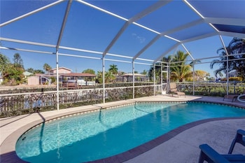 Ibis at the Beach Heated Pool Lanai 3 s Boat Dock and canal 3 Br home by RedAwning