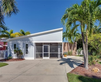 BeachPool Lanai Boat Dockcanal 3 Br home by RedAwning