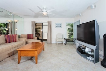 Beachcomber 301 2 Br condo by RedAwning