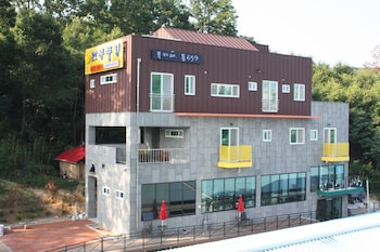 Andong Poong-gyung Guesthouse - Hostel - Featured Image  - #0