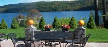 Cobblescote on the Lake