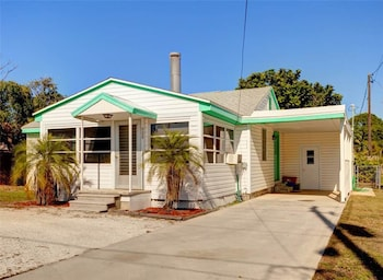 Albee Sunset 2 Br home by RedAwning