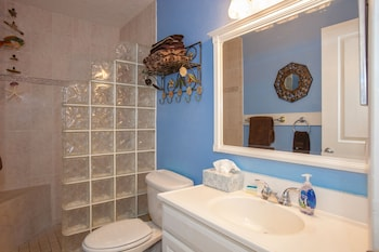 Kihei Bay Surf by Rentals Maui Inc. - Bathroom  - #0