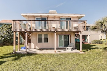Blue Fish 16 4 Br condo by RedAwning
