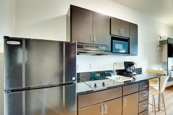 Motel 6 Poplar Bluff, MO - In-Room Kitchen  - #0