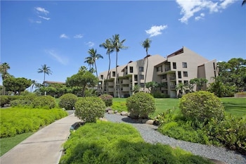 Kamaole Sands 05 201 1 Br home by RedAwning