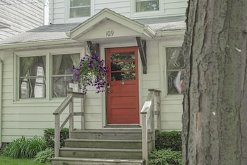 109 California 3 Br home by RedAwning