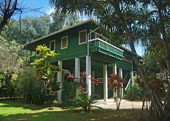 Kauai Tree 3 Br home by RedAwning