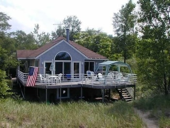 Second Wind 3 Br cottage by RedAwning