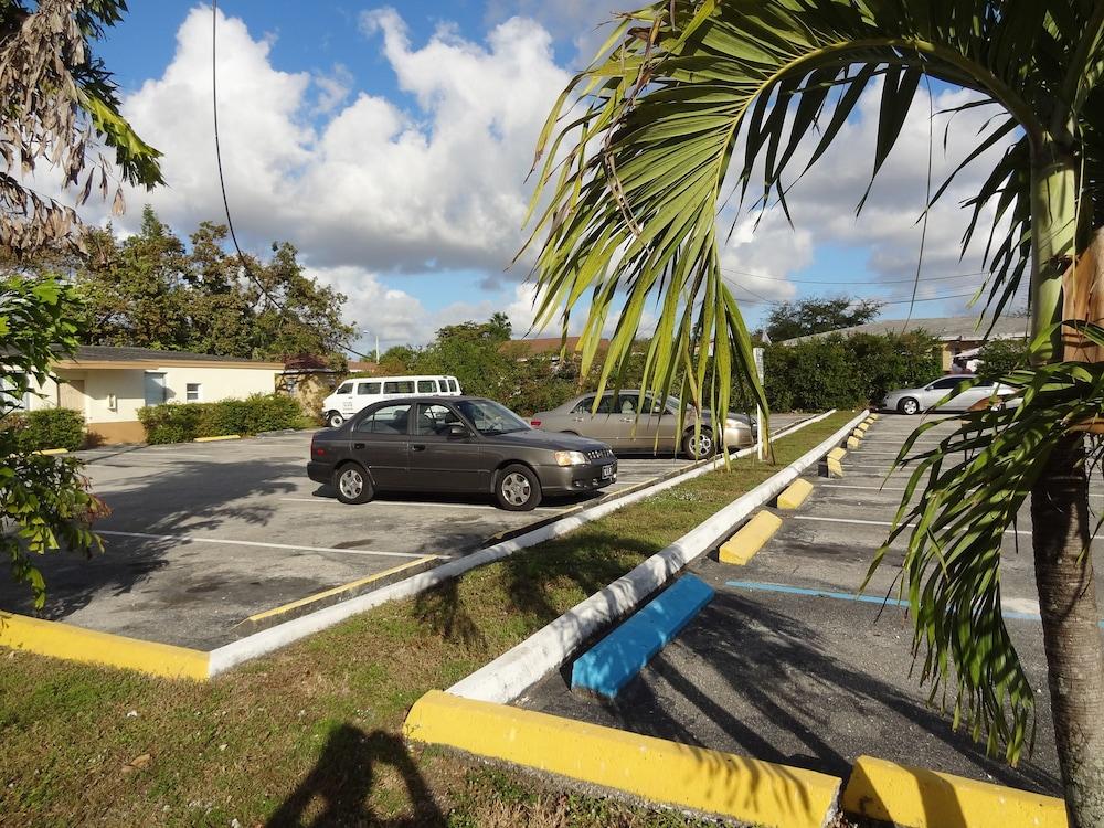 Parkway Inn Airport Motel Miami, Miami @INR 3545 OFF ( ̶3̶8̶9̶5̶