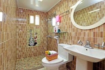Chagall's Ocean - Bathroom  - #0