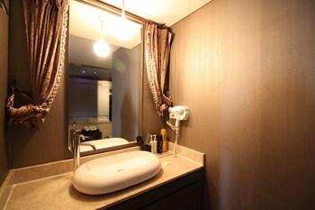 IMT 1 - Bathroom Sink  - #0
