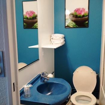 ibis budget Versailles Coignières - Bathroom  - #0