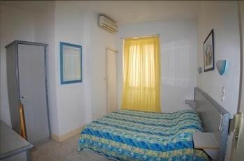 Hôtel Idéal - Guestroom  - #0