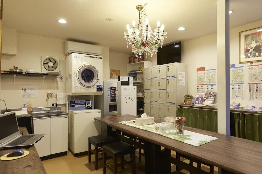 Hotel 3000 Jyuraku - Hostel