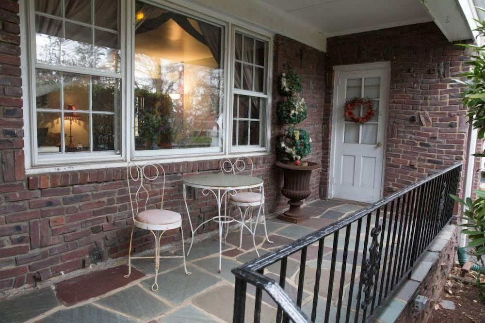 NYC Lights and Jersey Sights 4 BR home by RedAwning