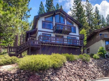 Pet Friendly in Incline Village 3 Br home by RedAwning