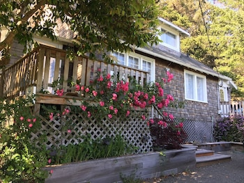 Captain John's Cannon Beach 4 Br home by RedAwning