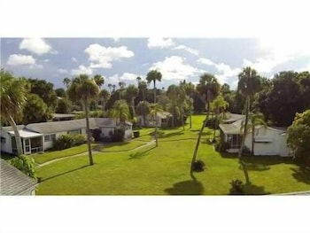 Indian River Lagoon Waterfront Cottages in Fort Pierce, Florida