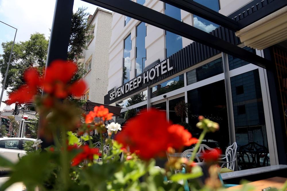Seven Deep Hotel