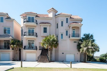 12 Whelk Street Steps to the Beach 5 Br home by RedAwning