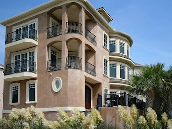1 Collier Beach Road Pet Friendly, 5 Br home by RedAwning