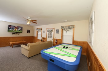 Walnut Grove 2 3 Br cabin by RedAwning in Pigeon Forge, Tennessee