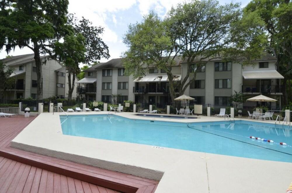 71 Springwood Villas 2 Br villa by RedAwning