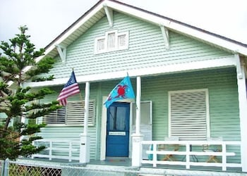 Castaway 3 Br home by RedAwning