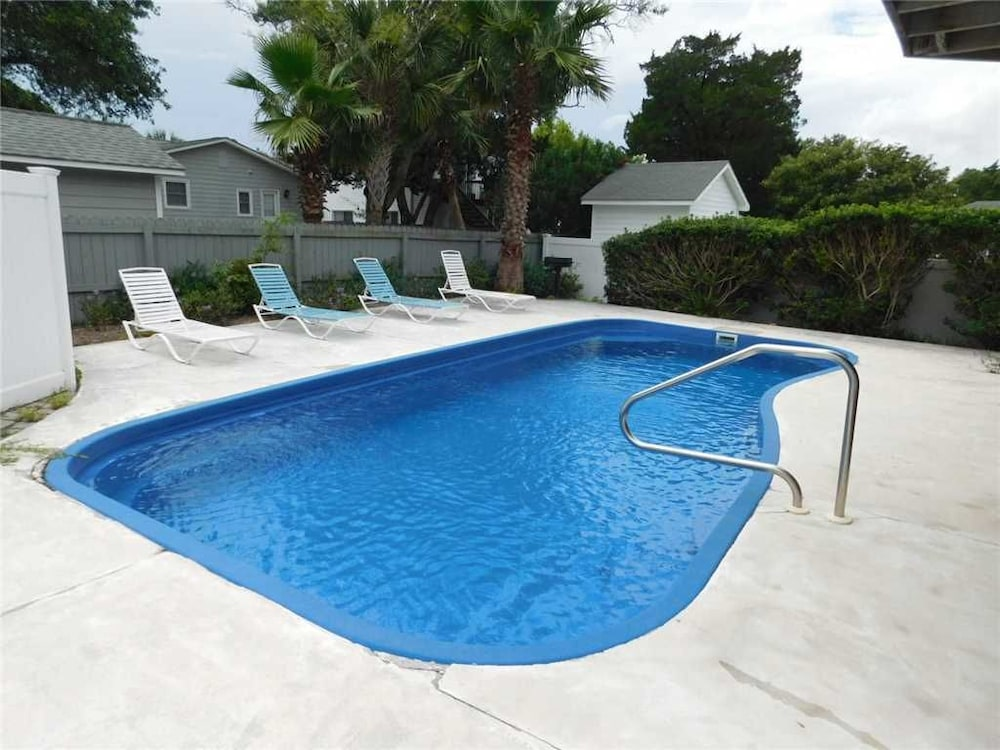 Sea What Happens 4 Br home by RedAwning