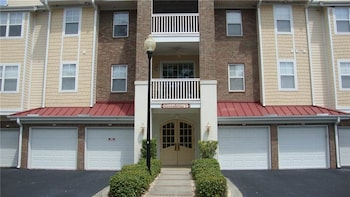 Greenbriar 136 3 Br condo by RedAwning