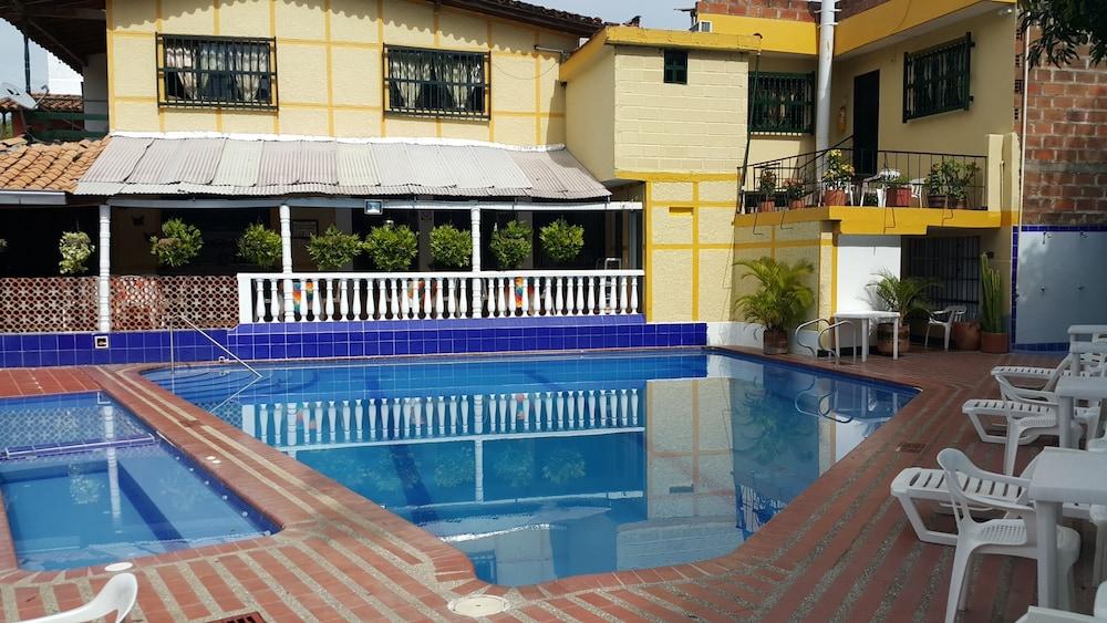 Hotel La Casa Amarela