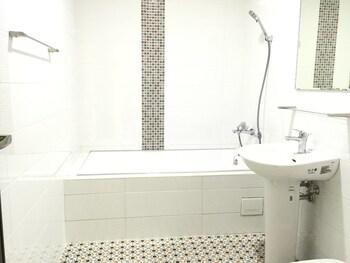 Slowly Inn - Deep Soaking Bathtub  - #0