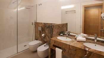 Hotel Real Colegiata San Isidoro - Bathroom  - #0