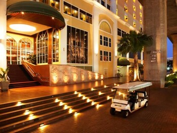NIDA Rooms Ramkamhaeng 44 Royal Garden - Hotel Front - Evening/Night  - #0
