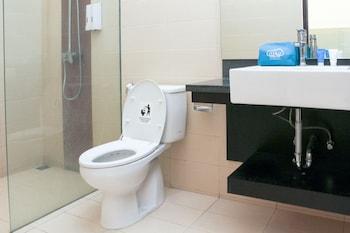 Airy Seminyak Eka Laweya 8 Kuta Bali - Bathroom  - #0