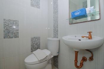 Airy Jimbaran Taman Mulia Arwana 88 Bali - Bathroom  - #0