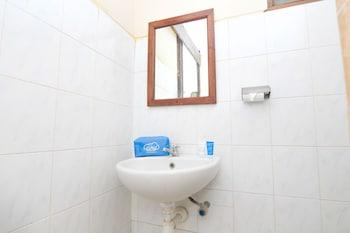Airy Kuta Kartika Plaza Gang Puspa Ayu 238 Bali - Bathroom  - #0
