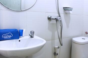 Airy Greenland Ahmad Yani Batam - Bathroom  - #0