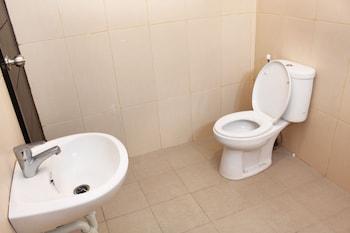 Airy Denpasar Barat Nakula Timur 6 Kuta Bali - Bathroom  - #0