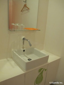 Islands Stay Hotels Uptown Cebu - Bathroom Sink  - #0