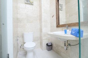 Airy Denpasar Selatan Tukad Badung 16 Bali - Bathroom  - #0