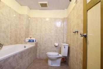 Airy Singaraja Raya Lovina Bali - Bathroom  - #0