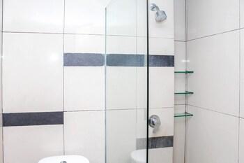 Airy Kuta Kartika Plaza 9 Bali - Bathroom  - #0