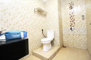 Airy Mandonga Saranani 168 Kendari - Bathroom  - #0