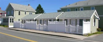 Moontide Motel Cabins & Apartments in Old Orchard Beach, Maine