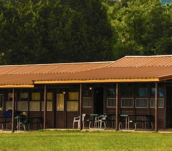 Coppermine Lodge in Rogers, Arkansas